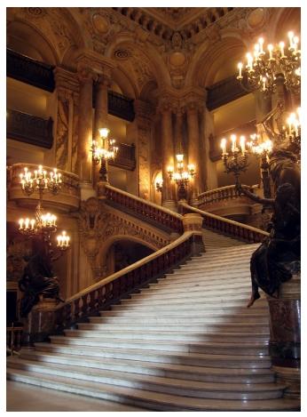 프랑스 파리의 극장 '오페라 가르니에'의 계단
